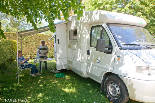 Aire camping-car à Mauron (56430) - Photo 2